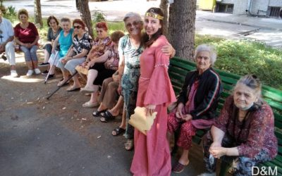 """С """"Приказка за Търновското царство"""" младите аниматори от Гимназията по туризъм гостуваха в Дома за стари хора във Велико Търново"""